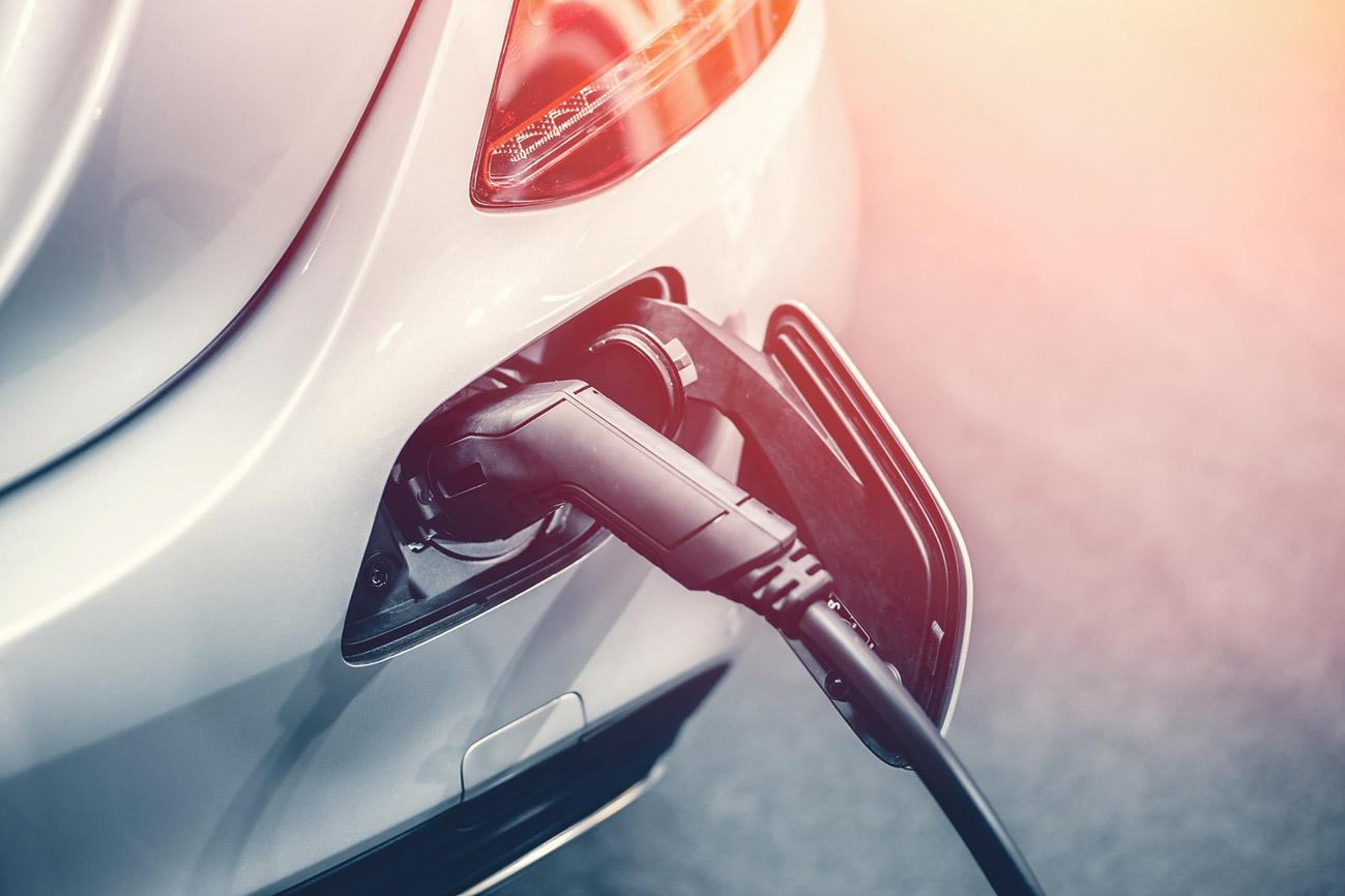 Elektro-Auto wird geladen