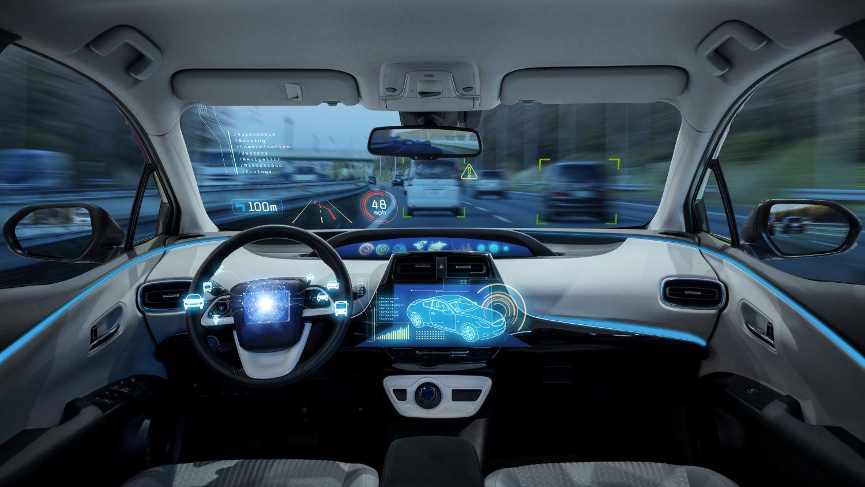 Autonomes Fahren: Innenansicht eines Autos ohne Fahrer
