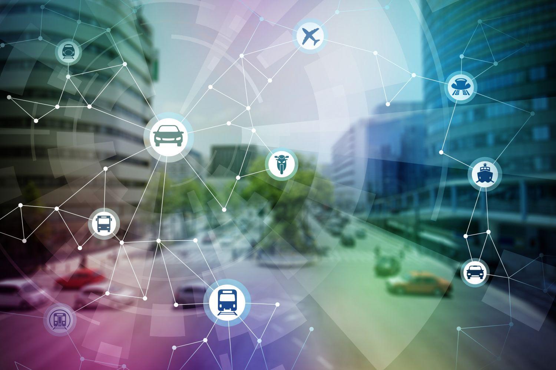 Straßenkreuzung mit verschiedenen Verkehrsmitteln; Thema: Zukunftsvision