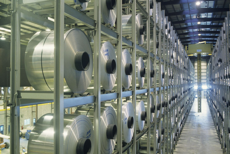 Leichtmetalle: Aluminium-Rollen in einer Fabrik