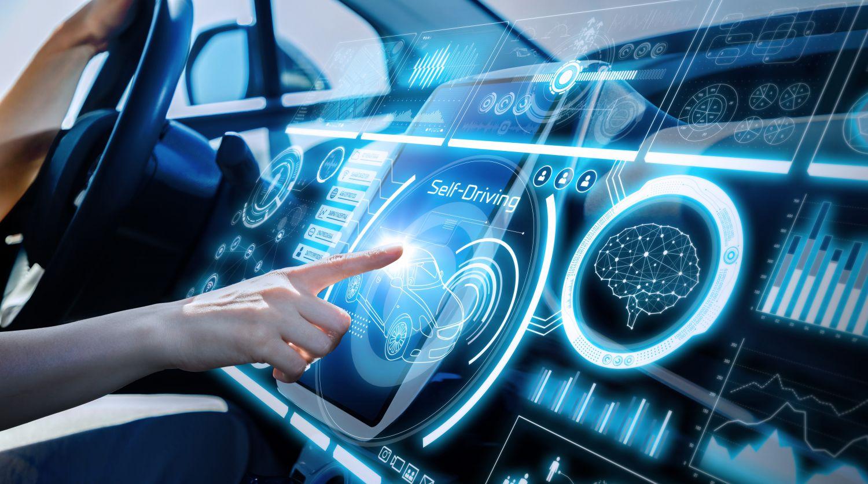 Fahrzeug mit komplett digitalem Armaturenbrett, Thema: digitale Mobilität
