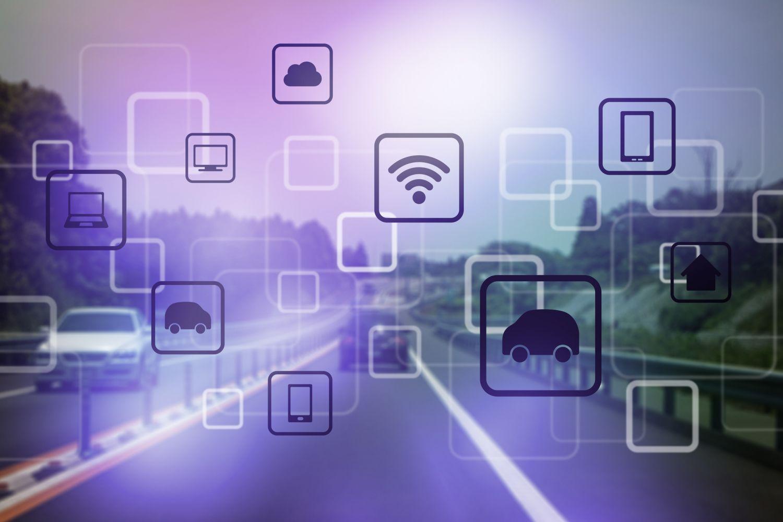 Symbole, die für Vernetzung und Mobilität stehen; im Hintergrund eine Autobahn